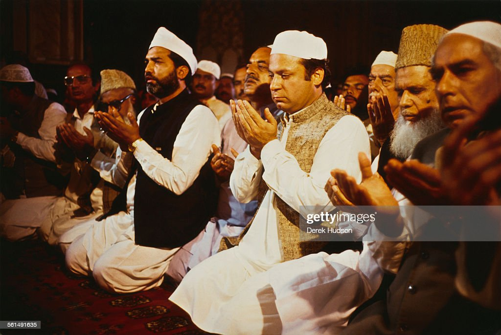 <a gi-track='captionPersonalityLinkClicked' href=/galleries/search?phrase=Nawaz+Sharif&family=editorial&specificpeople=217726 ng-click='$event.stopPropagation()'>Nawaz Sharif</a>, leader of the Islami Jamhoori Ittehad or Islamic Democratic Alliance (IJI or IDA), participates in friday prayer at the Badshahi Mosque in Lahore, following his victory in the Pakistani General Election, Pakistan, 26th October 1990.