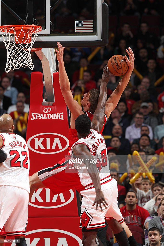<a gi-track='captionPersonalityLinkClicked' href=/galleries/search?phrase=Nazr+Mohammed&family=editorial&specificpeople=201690 ng-click='$event.stopPropagation()'>Nazr Mohammed</a> #48 of the Chicago Bulls blocks the shot of <a gi-track='captionPersonalityLinkClicked' href=/galleries/search?phrase=Meyers+Leonard&family=editorial&specificpeople=6893999 ng-click='$event.stopPropagation()'>Meyers Leonard</a> #11 of the Portland Trail Blazers on March 21, 2013 at the United Center in Chicago, Illinois.