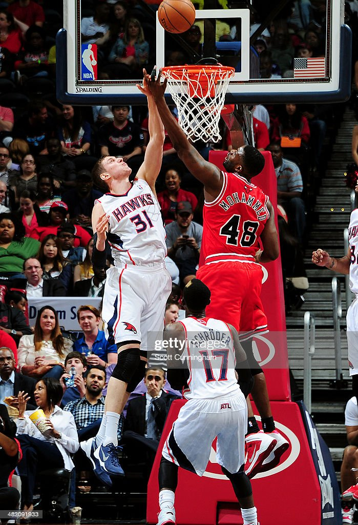 Nazr Mohammed #48 of the Chicago Bulls shoots against Mike Muscala #31 of the Atlanta Hawks on April 2, 2014 at Philips Arena in Atlanta, Georgia.