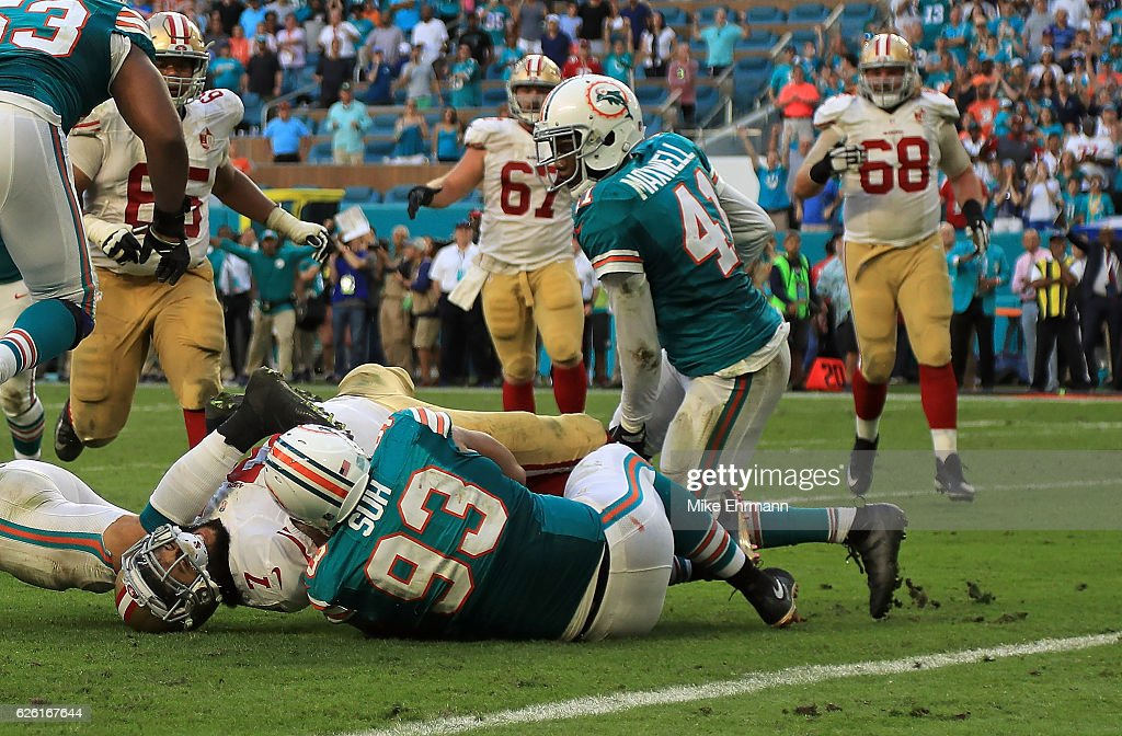 Ndamukong Suh #93 of the Miami Dolphins stops Colin Kaepernick #7 of the San Francisco 49ers on the final play of a game on November 27, 2016 in Miami Gardens, Florida.