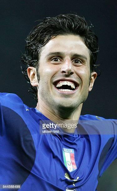 Fabio GROSSO*Sportler Fussball ItalienFussball FIFA WM 2006 Finale in Berlin Italien Frankreich 64 nE Grosso jubelt nach seinem verwandelten Elfer im...