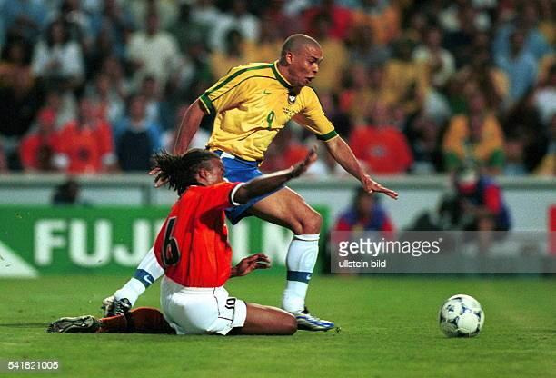 eigentlich Ronaldo Luis Nazario de Lima* Sportler Fussball BrasilienFussballWM in FrankreichHalbfinale in Marseille Niederlande Brasilien 35 nE im...