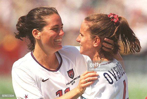 4 nE Los Angeles JUBEL Julie FOUDY Carolin OVERBECK/USA