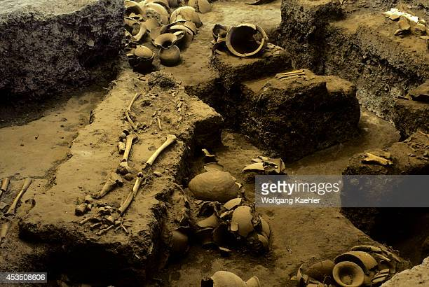 Ne Thailand Near Udon Thani Ban Chiang Archaeological Site 3600250 Bc Pottery/skeletons