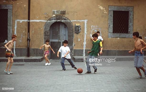 KINDERSPORT FUSSBALL Neapel/ITA 150789