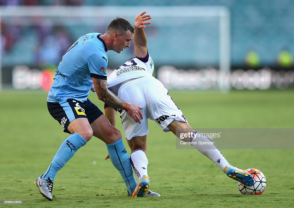 Nebojsa Marinkovic of the Glory and Sebastian Ryall of Sydney FC contest the ball during the round 19 A-League match between Sydney FC and the Perth Glory at Allianz Stadium on February 13, 2016 in Sydney, Australia.
