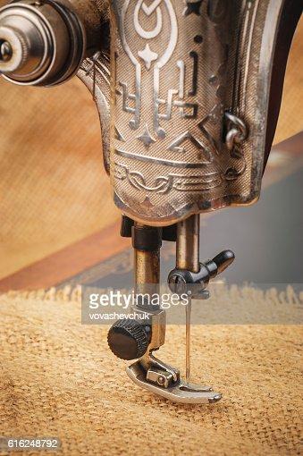 Agulha de máquinas de costura : Foto de stock