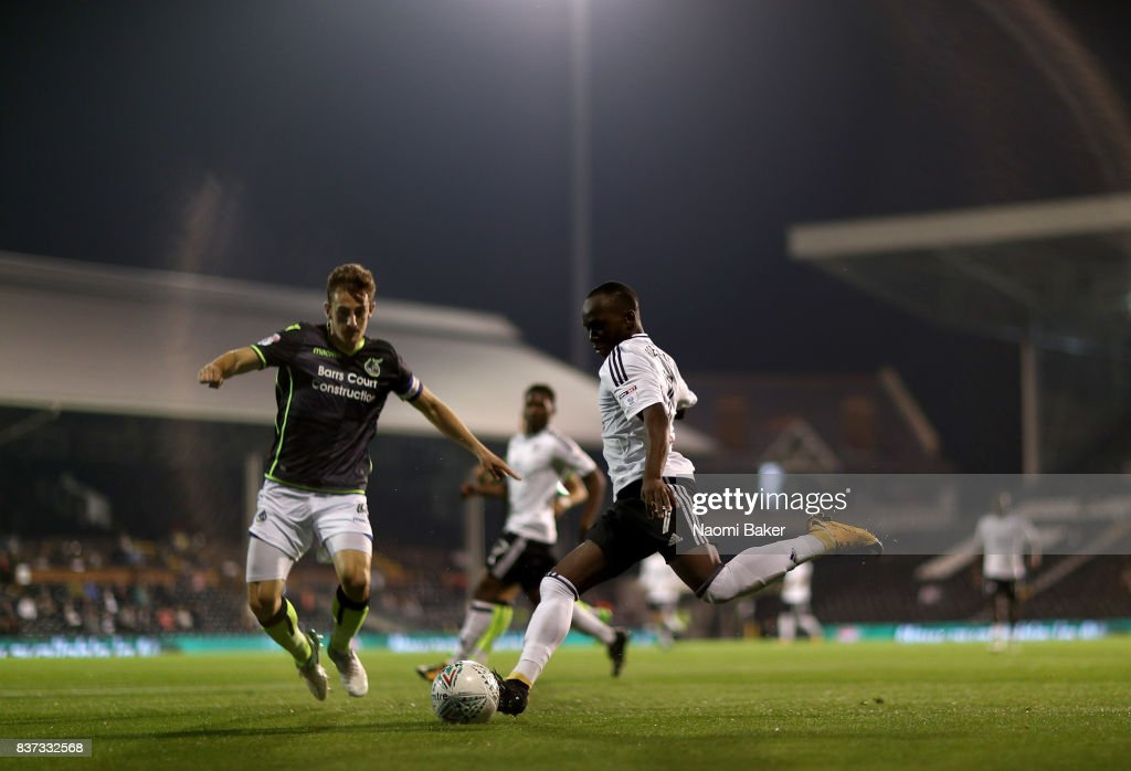 Neeskens Kebano of Fulham takes a shot during the Carabao Cup Second Round match between Fulham and Bristol Rovers at Craven Cottage on August 22, 2017 in London, England.