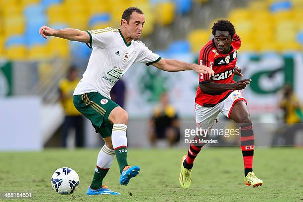 Negueba of Flamengo struggles for the ball with Josimar of Palmeiras during a match between Flamengo and Palmeiras as part of Brasileirao Series A...