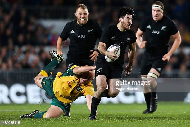 Nehe MilnerSkudder of the All Blacks beats the tackle of Stephen Moore of the Wallabies during The Rugby Championship Bledisloe Cup match between the...