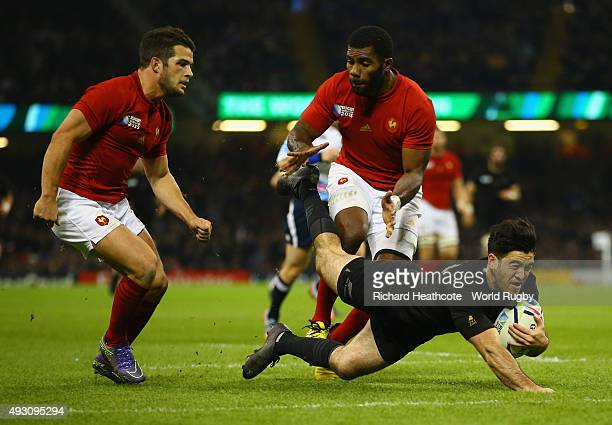 Nehe MilnerSkudder of the New Zealand All Blacks dives over to score his side's second try during the 2015 Rugby World Cup Quarter Final match...