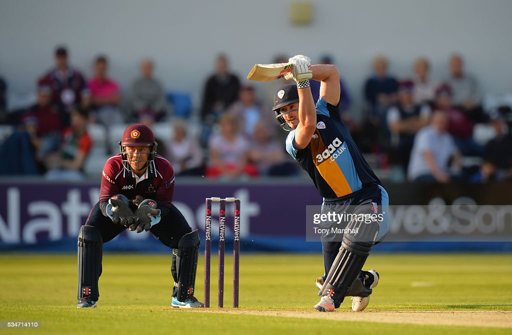 <a gi-track='captionPersonalityLinkClicked' href=/galleries/search?phrase=Neil+Broom&family=editorial&specificpeople=887253 ng-click='$event.stopPropagation()'>Neil Broom</a> of Derbyshire bats during the NatWest T20 Blast match between Northamptonshire and Derbyshire at The County Ground on May 27, 2016 in Northampton, England.