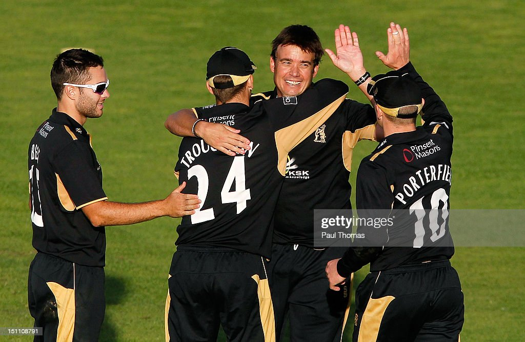 Neil Carter (2nd R) of Warwickshire celebrates with team-mates after taking the wicket of Lancashire's Paul Norton (not pictured) during the Clydesdale Bank Pro40 semi final match between Lancashire and Warwickshire at Old Trafford on September 1, 2012 in Manchester, England.