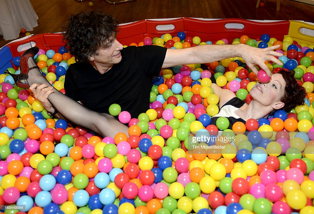 <a gi-track='captionPersonalityLinkClicked' href=/galleries/search?phrase=Neil+Gaiman&family=editorial&specificpeople=4356967 ng-click='$event.stopPropagation()'>Neil Gaiman</a> (L) and Amanda Palmer pose at the Warner Brothers TV 2013 SXSW party on March 9, 2013 in Austin, Texas.