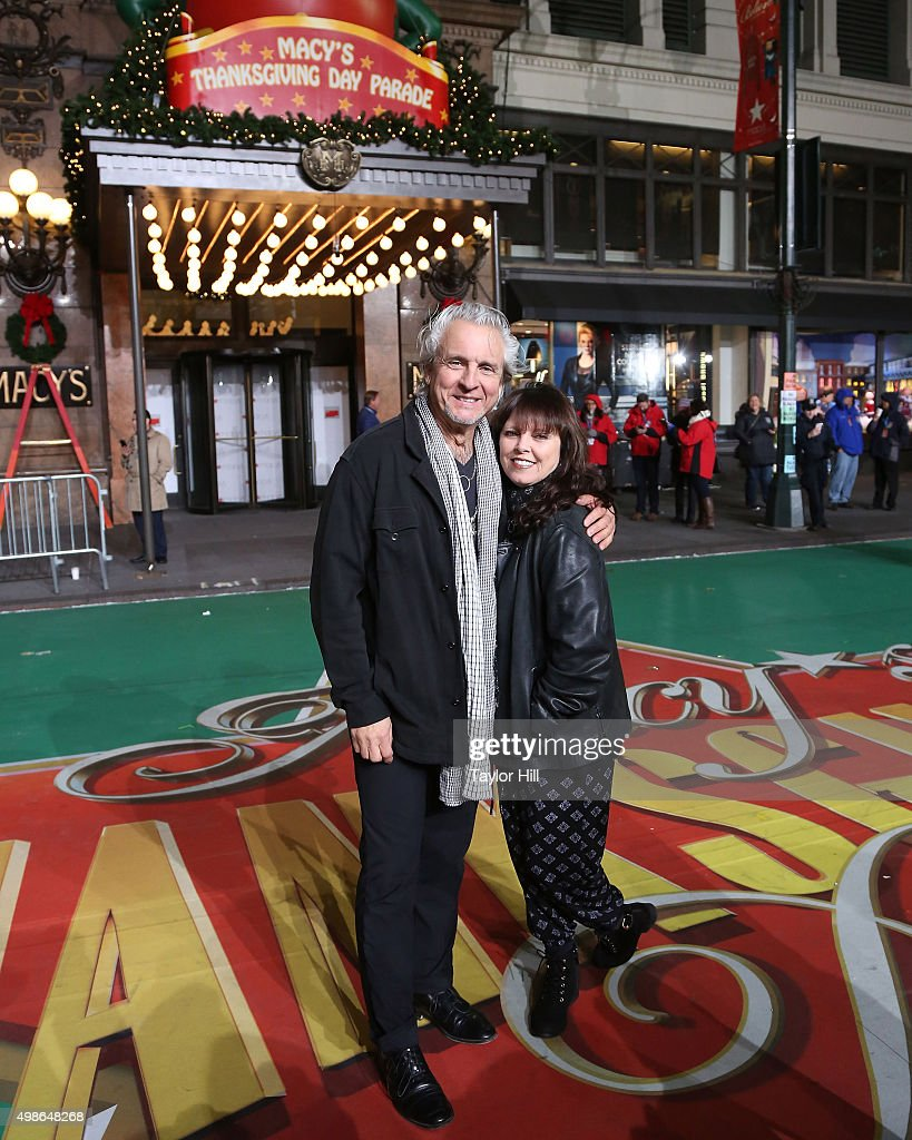 Neil Giraldo and Pat Benatar perform during Macy's Thanksgiving Day Parade rehearsals at Herald Square on November 24, 2015 in New York City.