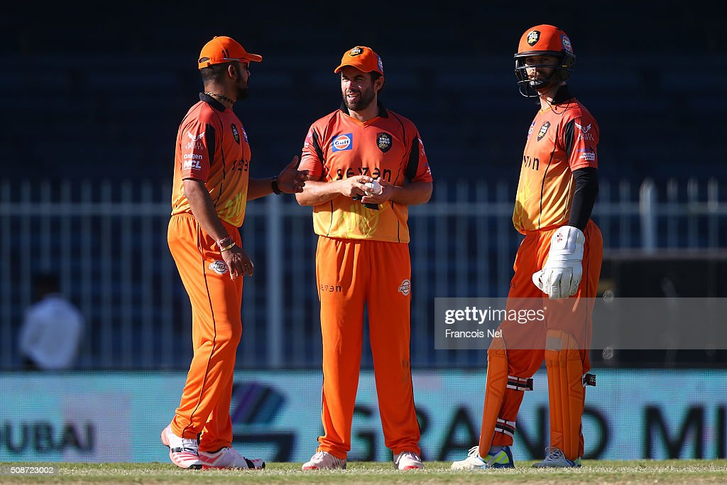 Neil McKenzie of Virgo speaks with team-mates James Foster (R) and <a gi-track='captionPersonalityLinkClicked' href=/galleries/search?phrase=Murali+Kartik&family=editorial&specificpeople=235427 ng-click='$event.stopPropagation()'>Murali Kartik</a> (L) during the Oxigen Masters Champions League match between Gemini Arabians and Virgo Super Kings on February 6, 2016 in Sharjah, United Arab Emirates.