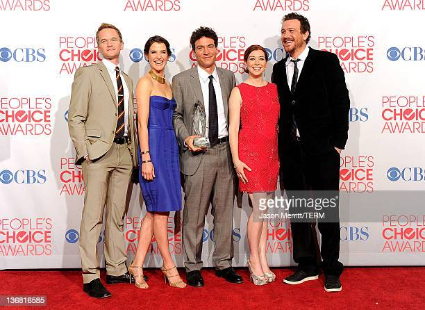 Neil Patrick Harris Cobie Smulders Josh Radnor Alyson Hannigan and Jason Segel pose with Favorite Network TV Comedy Award for 'How I Met Your Mother'...