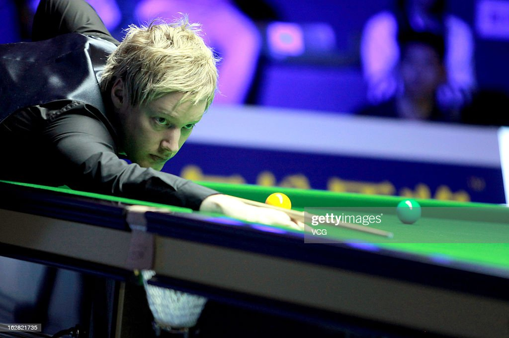 <a gi-track='captionPersonalityLinkClicked' href=/galleries/search?phrase=Neil+Robertson&family=editorial&specificpeople=668815 ng-click='$event.stopPropagation()'>Neil Robertson</a> of Australia plays a shot during the match against Graeme Dott of Scotland on day four of the 2013 World Snooker Haikou Open at Haikou Convention and Exhibition Center on February 28, 2013 in Haikou, China.