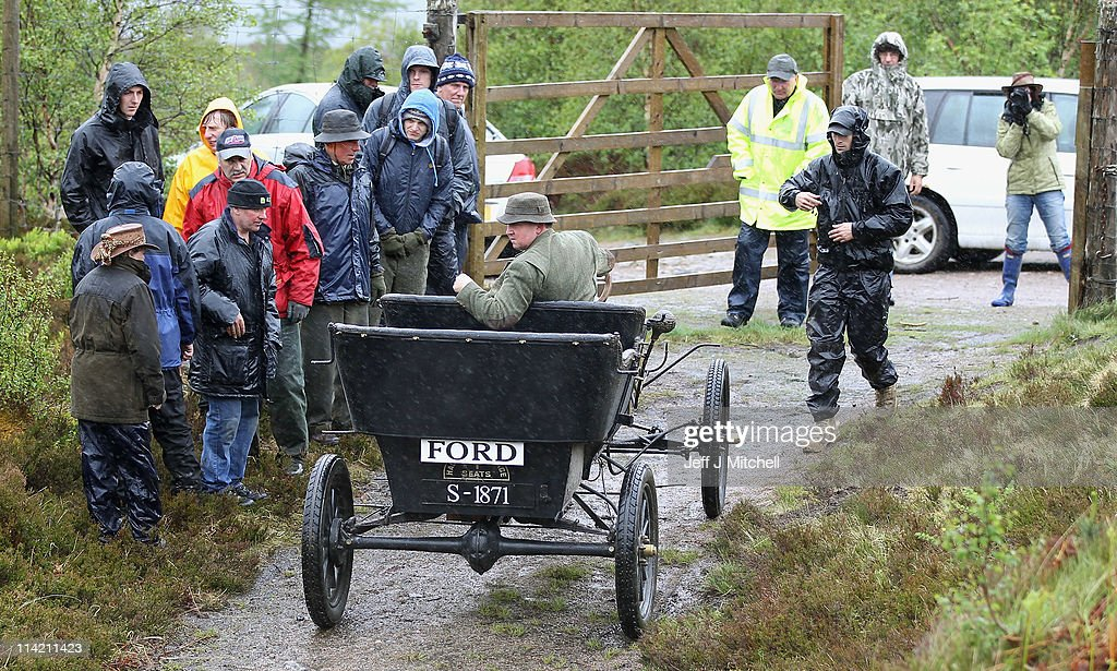 Neil Tuckett begins his attempt to drive a 1911 Model T Ford to the top of & Model T Ford Replica Is Taken Up Ben Nevis Photos and Images ... markmcfarlin.com