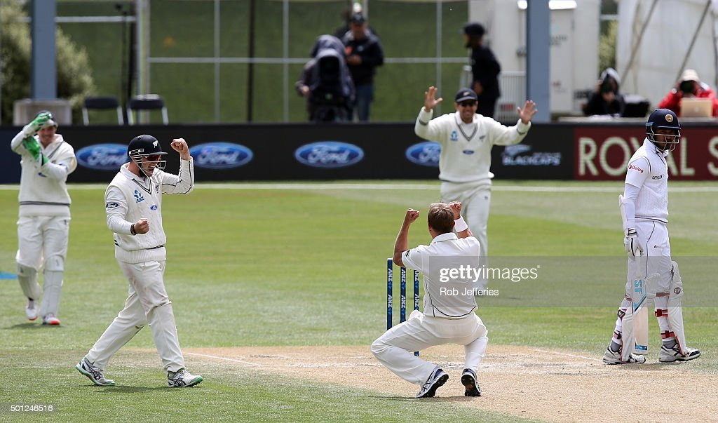 <a gi-track='captionPersonalityLinkClicked' href=/galleries/search?phrase=Neil+Wagner+-+Cricketspelare&family=editorial&specificpeople=12902899 ng-click='$event.stopPropagation()'>Neil Wagner</a> of New Zealand celebrates a successful LBW decision before it was turned over by the DRS during day five of the First Test match between New Zealand and Sri Lanka at University Oval on December 14, 2015 in Dunedin, New Zealand.