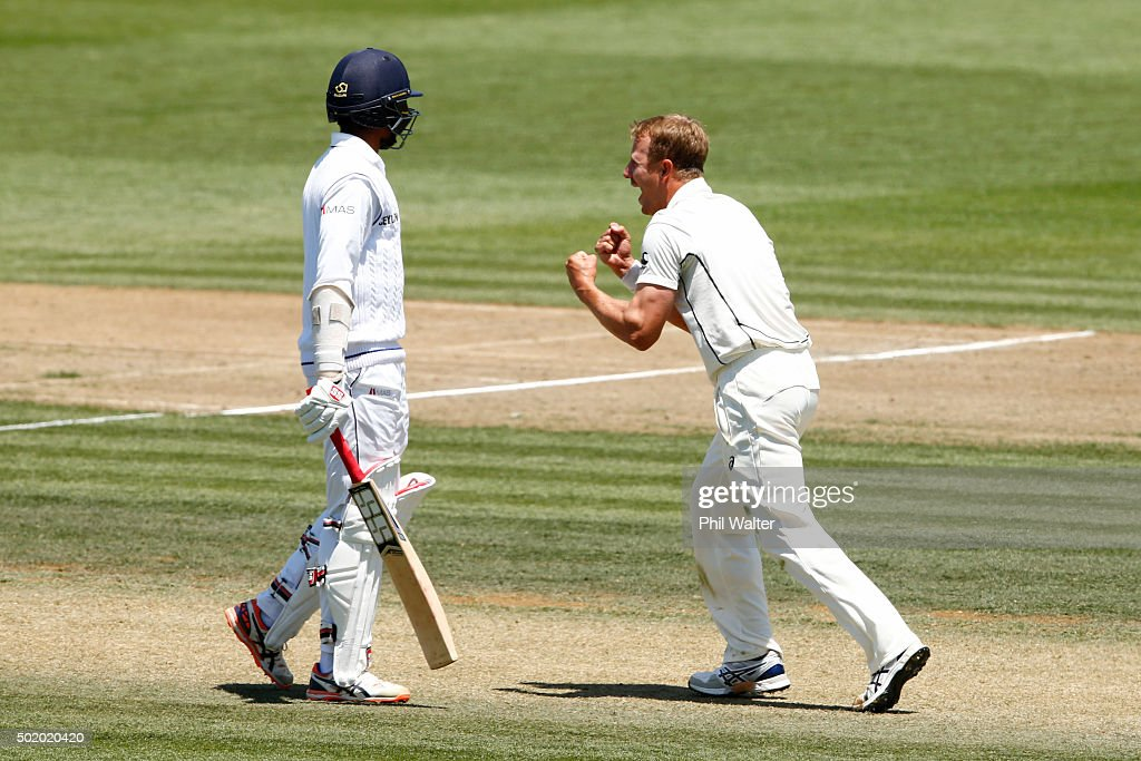 <a gi-track='captionPersonalityLinkClicked' href=/galleries/search?phrase=Neil+Wagner+-+Cricketspelare&family=editorial&specificpeople=12902899 ng-click='$event.stopPropagation()'>Neil Wagner</a> of New Zealand (R) celebrates his wicket of Kithuruwan Vithanage of Sri Lanka (L) during day three of the Second Test match between New Zealand and Sri Lanka at Seddon Park on December 20, 2015 in Hamilton, New Zealand.