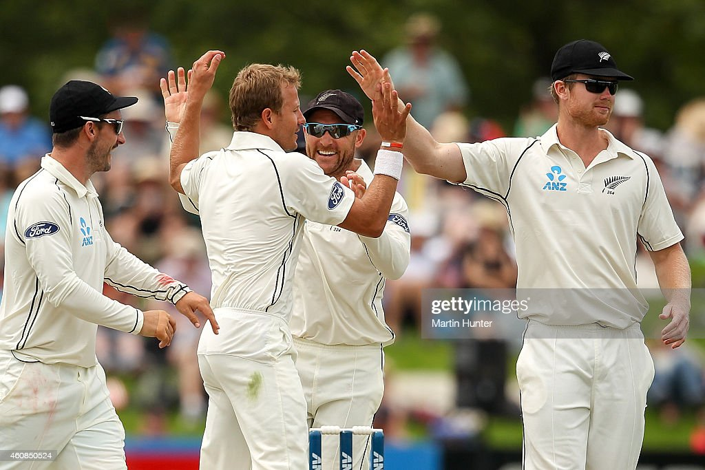 <a gi-track='captionPersonalityLinkClicked' href=/galleries/search?phrase=Neil+Wagner+-+Cricketspelare&family=editorial&specificpeople=12902899 ng-click='$event.stopPropagation()'>Neil Wagner</a> of New Zealand (C) is congratulated by team mates during day two of the First Test match between New Zealand and Sri Lanka at Hagley Oval on December 27, 2014 in Christchurch, New Zealand.