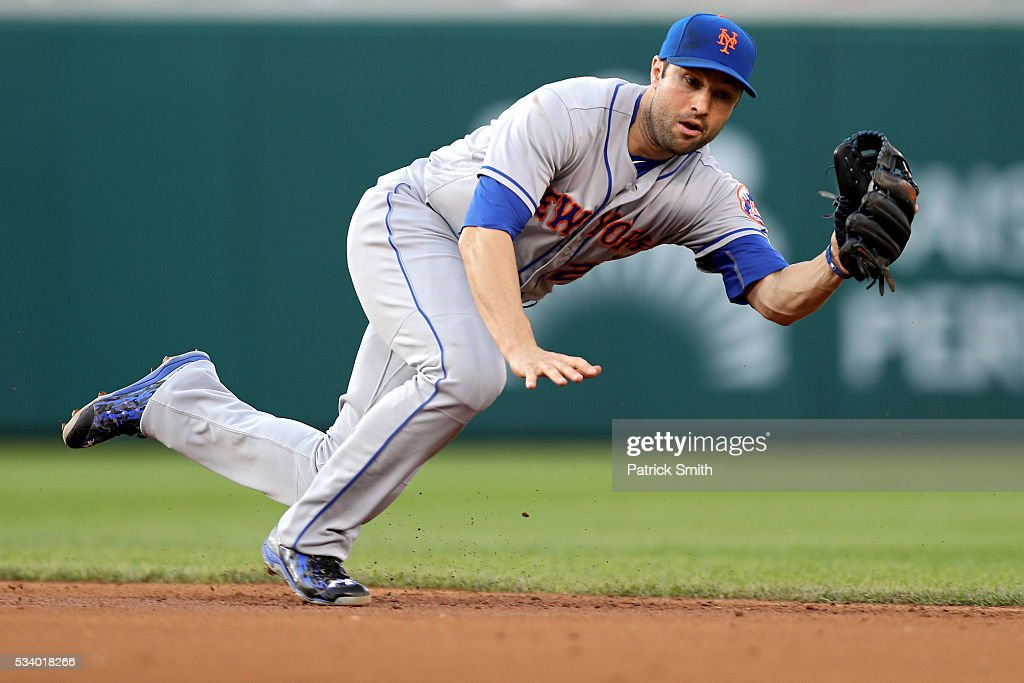 <a gi-track='captionPersonalityLinkClicked' href=/galleries/search?phrase=Neil+Walker+-+Baseball+Player&family=editorial&specificpeople=7841262 ng-click='$event.stopPropagation()'>Neil Walker</a> #20 of the New York Mets makes a play on a hit by Wilson Ramos #40 of the Washington Nationals (not pictured) during the second inning at Nationals Park on May 24, 2016 in Washington, DC.