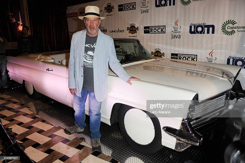 famous owners of the lincoln continental as ford revives the luxury brand getty images. Black Bedroom Furniture Sets. Home Design Ideas