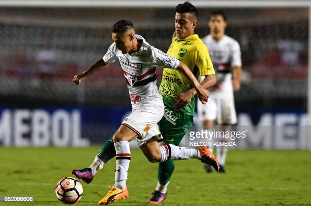 Neilton of Brazils Sao Paulo vies for the ball with Leonel Miranda of Argentina's Defensa y Justicia during their 2017 Copa Sudamericana football...