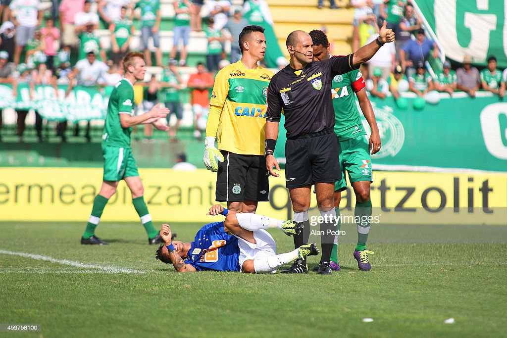 Neilton of Cruzeiro reacts during a match between Chapecoense and Cruzeiro for the Brazilian Series A 2014 at Arena Conda Stadium on November 30 2014...