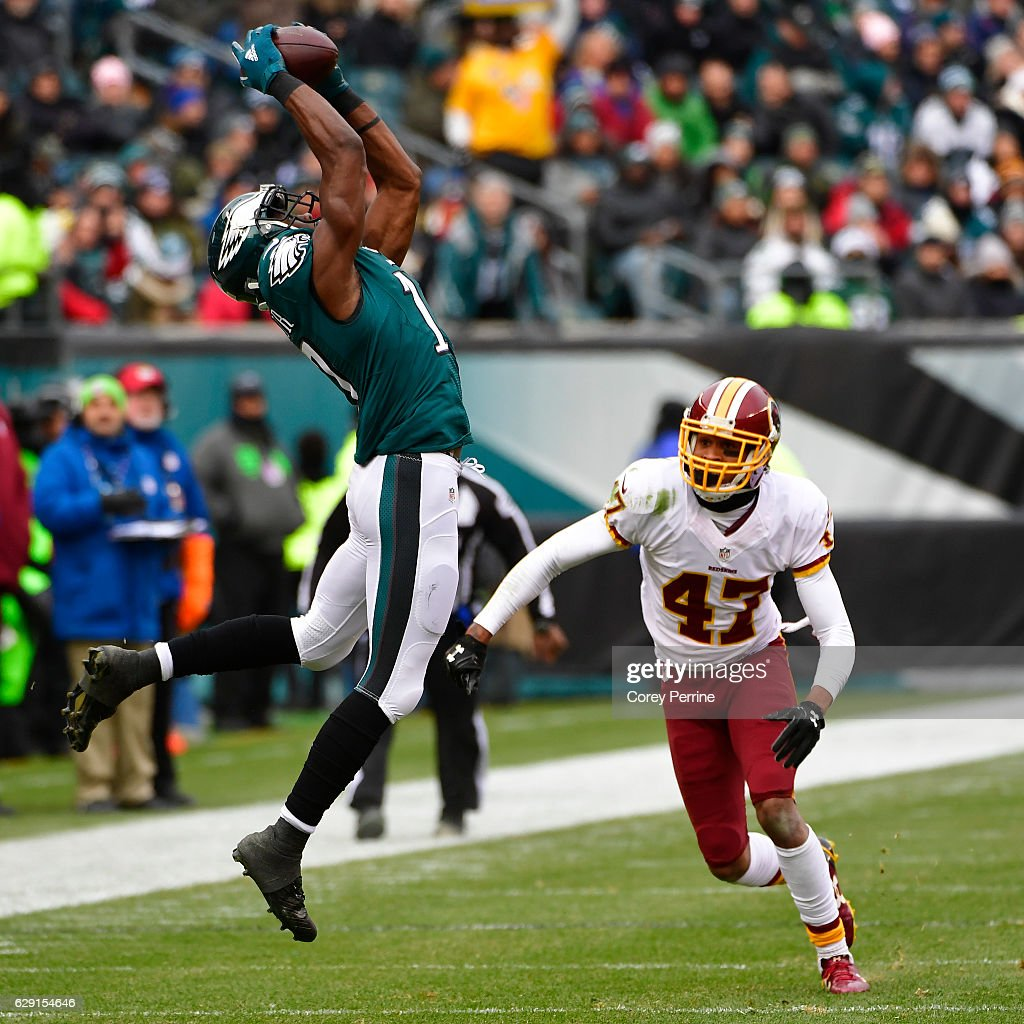 Nelson Agholor #17 of the Philadelphia Eagles makes a reception in the first quarter as Quinton Dunbar #47 of the Washington Redskins looks on at Lincoln Financial Field on December 11, 2016 in Philadelphia, Pennsylvania.