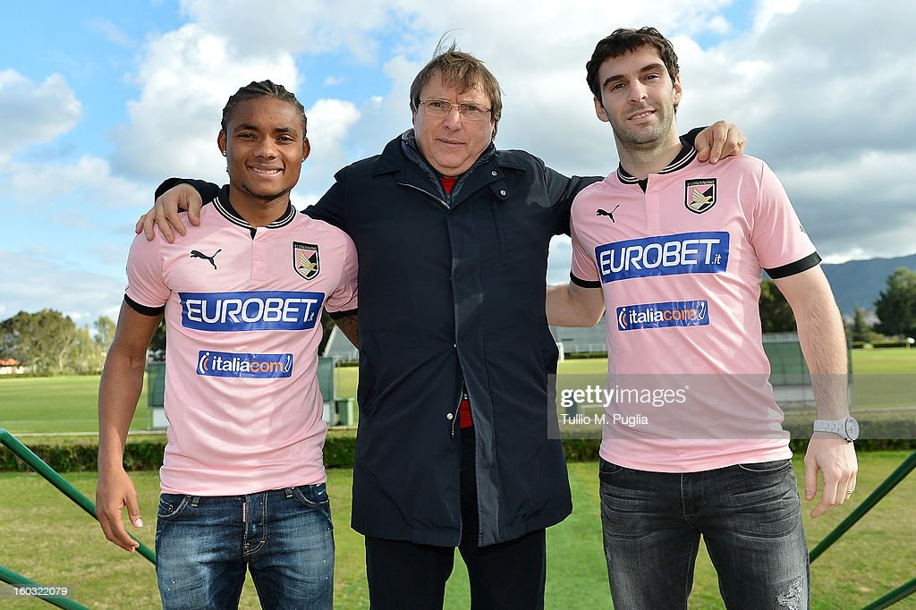 Nelson (L) and Mauro Boselli (R) pose with Palermo CEO Pietro Lo Monaco (C) before their presentation as new players of Palermo at Tenente Carmelo Onorato Sports Center on January 29, 2013 in Palermo, Italy.