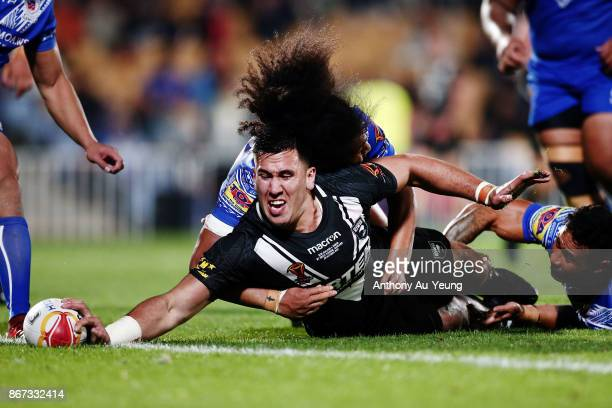 Nelson AsofaSolomona of the Kiwis scores a try against Bunty Afoa of Samoa during the 2017 Rugby League World Cup match between the New Zealand Kiwis...