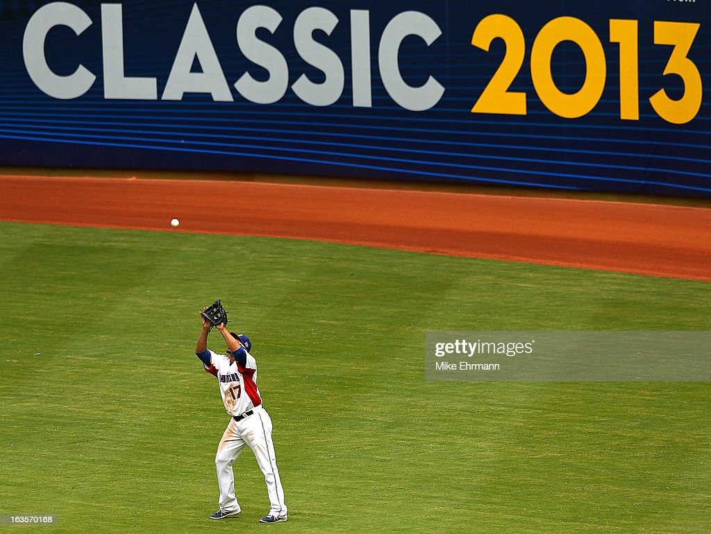 <a gi-track='captionPersonalityLinkClicked' href=/galleries/search?phrase=Nelson+Cruz&family=editorial&specificpeople=235459 ng-click='$event.stopPropagation()'>Nelson Cruz</a> #17 of the Dominican Republic makes a catch during a World Baseball Classic second round game against Italy at Marlins Park on March 12, 2013 in Miami, Florida.