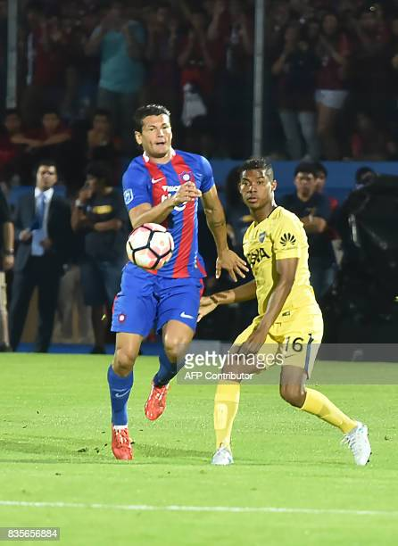 Nelson Haedo Valdez of Paraguays Cerro Porteno vies for the ball with Wilmar Barrios of Argentina's Boca Juniors during a friendly match for the...