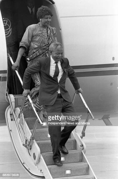 Nelson Mandela arrives at Dublin Airport waves to the crowd