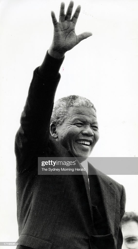 <a gi-track='captionPersonalityLinkClicked' href=/galleries/search?phrase=Nelson+Mandela&family=editorial&specificpeople=118613 ng-click='$event.stopPropagation()'>Nelson Mandela</a> on the steps of the Opera House waves to the crowd. 24th October 1990 (Photo by Steven Siewert/The Sydney Morning Herald/Fairfax Media via Getty Images).