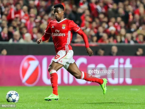 Nelson Semedo of Benfica controls the ball during the UEFA Champions League Round of 16 First Leg match between SL Benfica and Borussia Dortmund at...