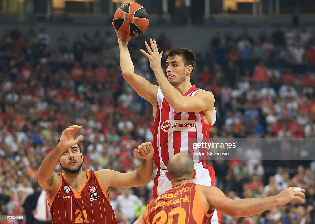 Nemanja Dangubic (C) of Crvena Zvezda Belgrade in action against Carlos Arroyo and Pietro Aradori (L) of Galatasaray Liv Hospital Istanbul during the 2014-2015 Turkish Airlines Euroleague Group D Round 1 between Crvena Zvezda Belgrade and Galatasaray Liv Hospital Istanbul at Kombank Arena on October 16, 2014 in Belgrade, Serbia.