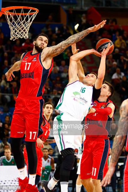 Nemanja Nedovic #16 of Unicaja Malaga competes with Vincent Poirier #17 of Baskonia Vitoria Gasteiz during the 2017/2018 Turkish Airlines EuroLeague...