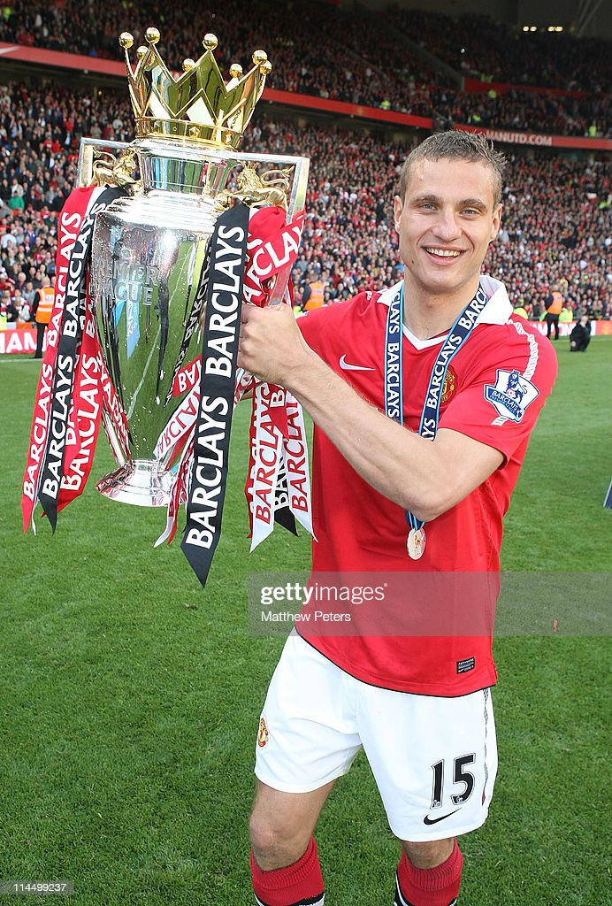 <a gi-track='captionPersonalityLinkClicked' href=/galleries/search?phrase=Nemanja+Vidic&family=editorial&specificpeople=497253 ng-click='$event.stopPropagation()'>Nemanja Vidic</a> of Manchester United celebrates with the Barclays Premier League trophy after the Barclays Premier League match between Manchester United and Blackpool at Old Trafford on May 22, 2011 in Manchester, England.