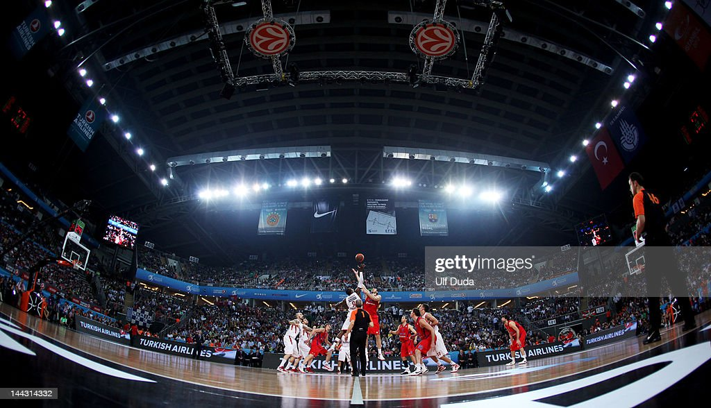 <a gi-track='captionPersonalityLinkClicked' href=/galleries/search?phrase=Nenad+Krstic&family=editorial&specificpeople=202625 ng-click='$event.stopPropagation()'>Nenad Krstic</a>, #12 of CSKA Moscow competes with Richard Dorsey, #9 of Olympiacos Piraeus for the tip off at the start of the Turkish Airlines EuroLeague Final Four Final match between CSKA Moscow and Olympiacos Piraeus at the Sinan Erdem Dome on May 13, 2012 in Istanbul, Turkey.