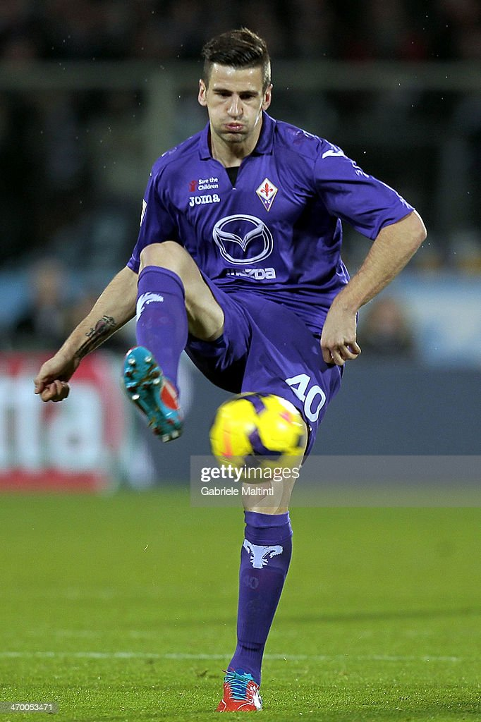 Nenad Tomovic of ACF Fiorentina in action during the Serie A match between ACF Fiorentina and FC Internazionale Milano at Stadio Artemio Franchi on February 15, 2014 in Florence, Italy.
