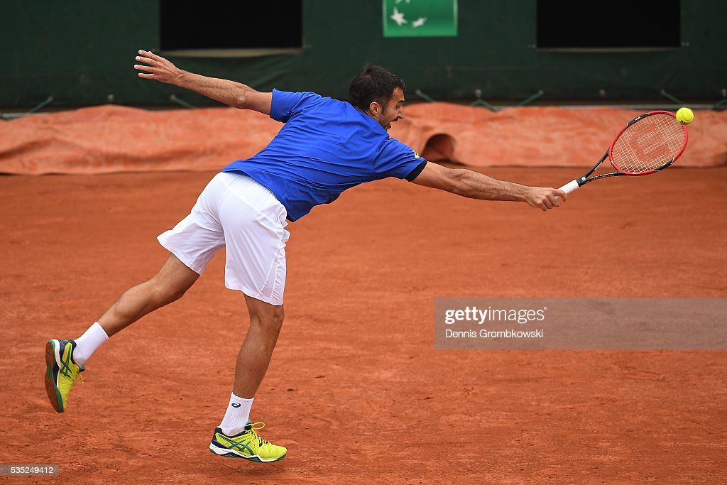<a gi-track='captionPersonalityLinkClicked' href=/galleries/search?phrase=Nenad+Zimonjic&family=editorial&specificpeople=243242 ng-click='$event.stopPropagation()'>Nenad Zimonjic</a> of Serbia hits a backhand during the Men's Doubles third round match against Bob Bryan of the United States and Mike Bryan of the United States on day eight of the 2016 French Open at Roland Garros on May 29, 2016 in Paris, France.