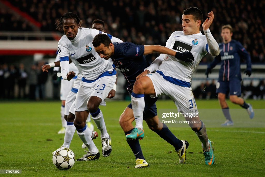 Nene of PSG battles for the ball with <a gi-track='captionPersonalityLinkClicked' href=/galleries/search?phrase=Nicolas+Otamendi&family=editorial&specificpeople=5863368 ng-click='$event.stopPropagation()'>Nicolas Otamendi</a> (#30) and Abdoulaye Ba (#23) of Porto during the Group A UEFA Champions League match between Paris Saint-Germain FC and FC Porto at Parc des Princes on December 4, 2012 in Paris, France.