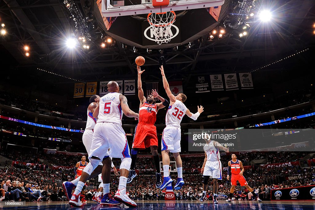 Nene #42 of the Washington Wizards shoots in the lane against <a gi-track='captionPersonalityLinkClicked' href=/galleries/search?phrase=Blake+Griffin+-+Joueur+de+basketball&family=editorial&specificpeople=4216010 ng-click='$event.stopPropagation()'>Blake Griffin</a> #32 of the Los Angeles Clippers at Staples Center on January 19, 2013 in Los Angeles, California.