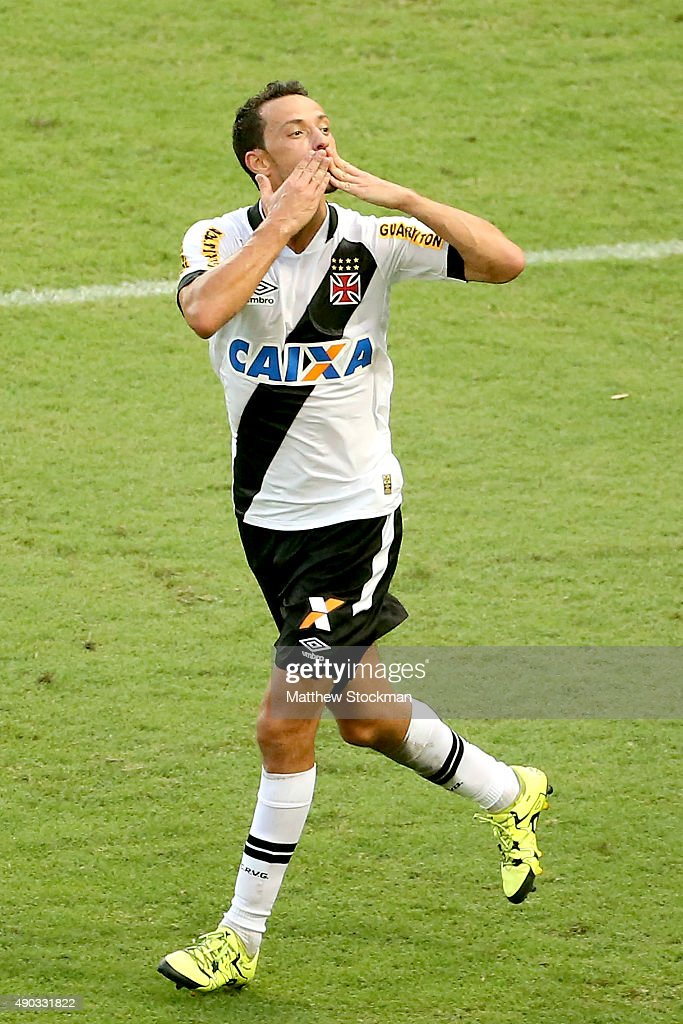 Nene #10 of Vasco celebrates after scoring on a penalty kick against Flamengo during a match between Flamengo and Vasco as part of Brasileirao Series A 2015 at Maracana Stadium on on September 27, 2015 in Rio de Janeiro, Brazil.