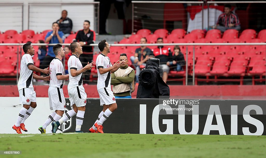 Nene of Vasco celebrates scoring the first goal with his team during the match between Sao Paulo and Vasco for the Brazilian Series A 2015 at Estadio do Morumbi on October 18, 2015 in Sao Paulo, Brazil.