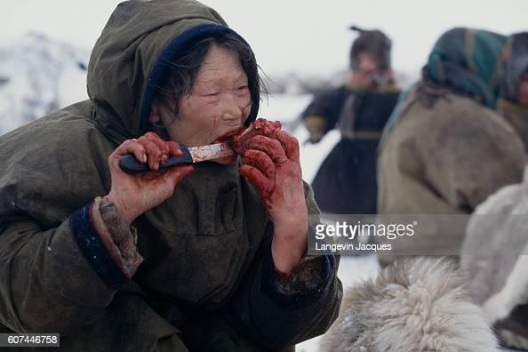 nenets woman cutting firewood - photo #19