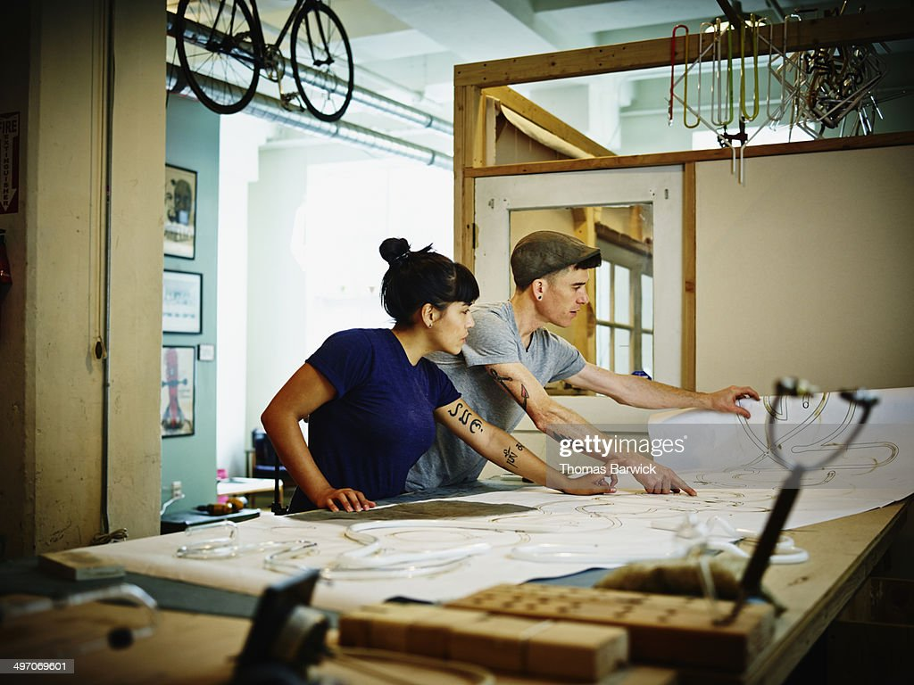 Neon artists discussing project plans : Stock Photo